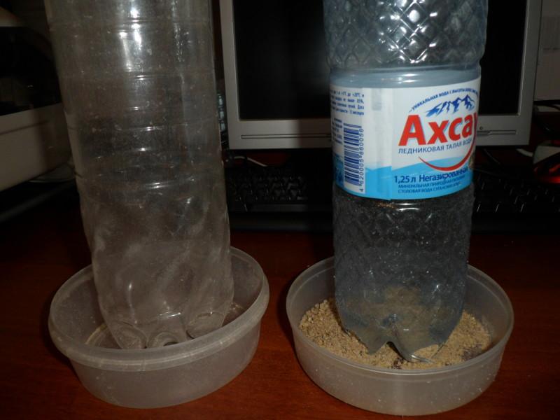 Кормушка для кур своими руками - кормушка из разделочной доски, пластикового ведра, пластиковых бутылей, пвх труб.
