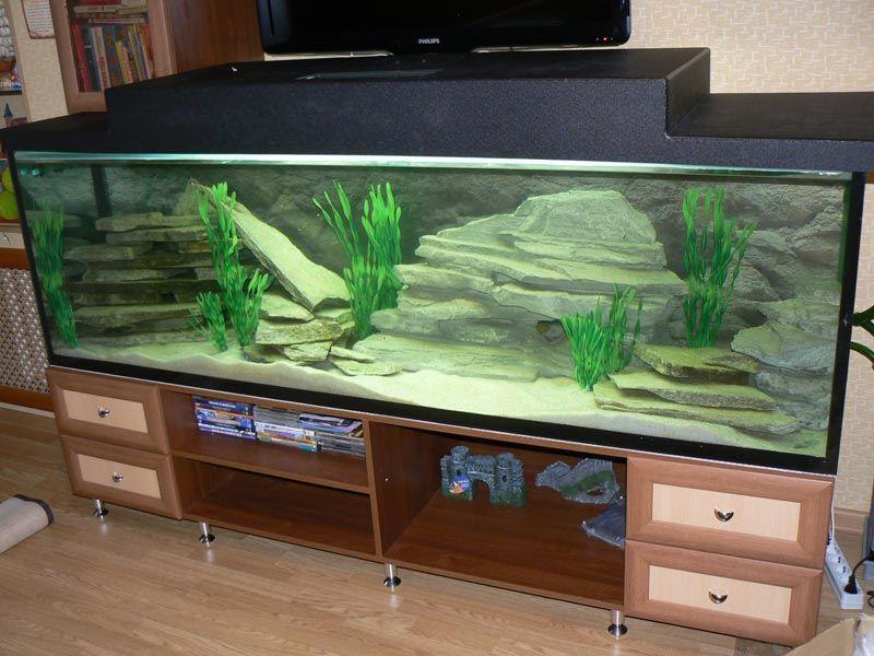 Большой аквариум на тумбе