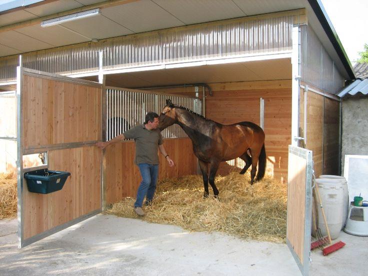 Каким должен быть денник для лошади?
