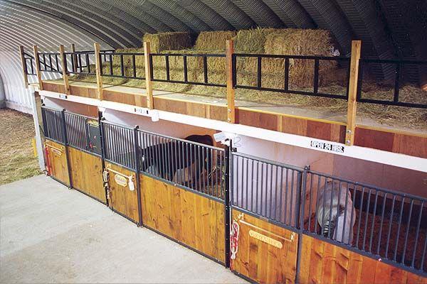 Конюшня для лошадей — строительство своими руками